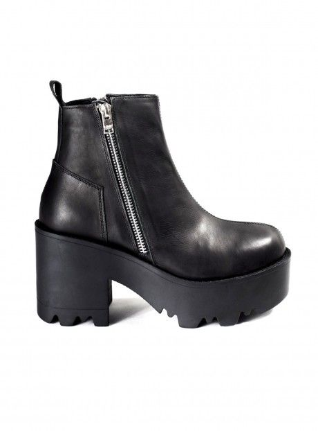 rival boots from unif