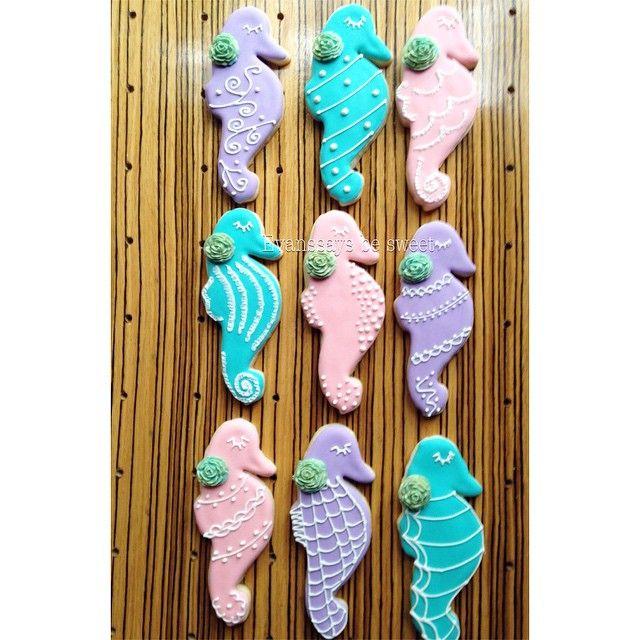 Seahorse cookies by @evanssaysbesweet under the sea