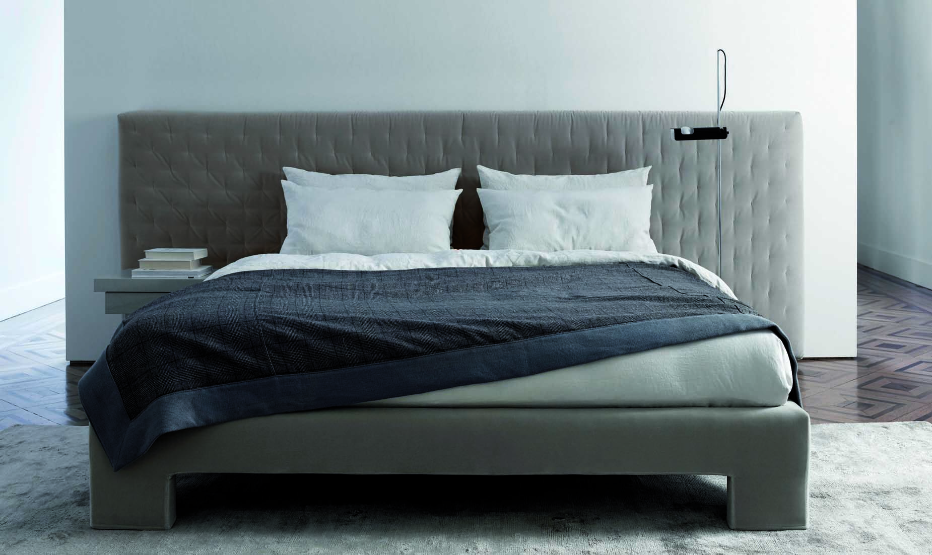 MERIDIANI I TUYO Bed I Low Headboard with Quilt finish and Base 15 with a Plain finish