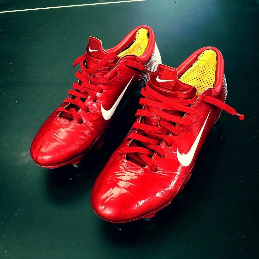 Explore Football Boots, Soccer, and more! NIKE mercurial vapor III