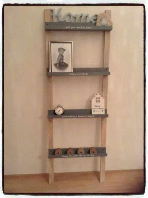 Fotoplankjes vd action vastgemaakt op houten latten en je for Decoratie ladder action