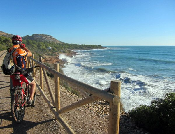 Cycling Along The Mediterranean Coast Through The Via Verde Between Benicassim And Oropesa Del Mar Castell Diseño Grafico Disenos De Unas Graficos