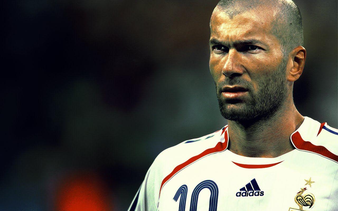 افضل 5 لاعبين في تاريخ كرة القدم 4 زين الدين زيدان Zinedine Zidane European Football Zinedine Zidane Real Madrid
