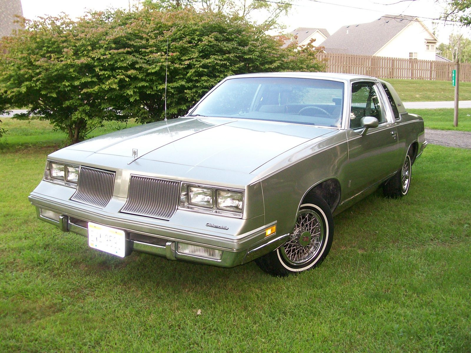 1986 Oldsmobile Cutlass Supreme Mine Was Brown With Tan Vinyl Top Oldsmobile Cutlass Supreme Oldsmobile Cutlass Oldsmobile