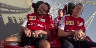 Video: Jezdci Ferrari se svezli na horské dráze, Kimi zůstal ledově chladný