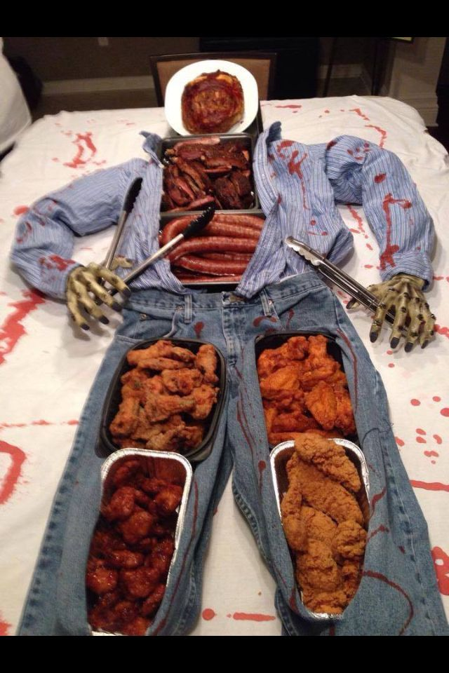 A creative way of serving Halloween food that I saw on Facebook ...
