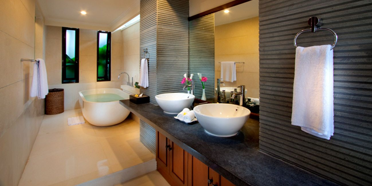Bathroom. The Advantages of Natural Stone Bathroom Tiles post by Decors Interior.