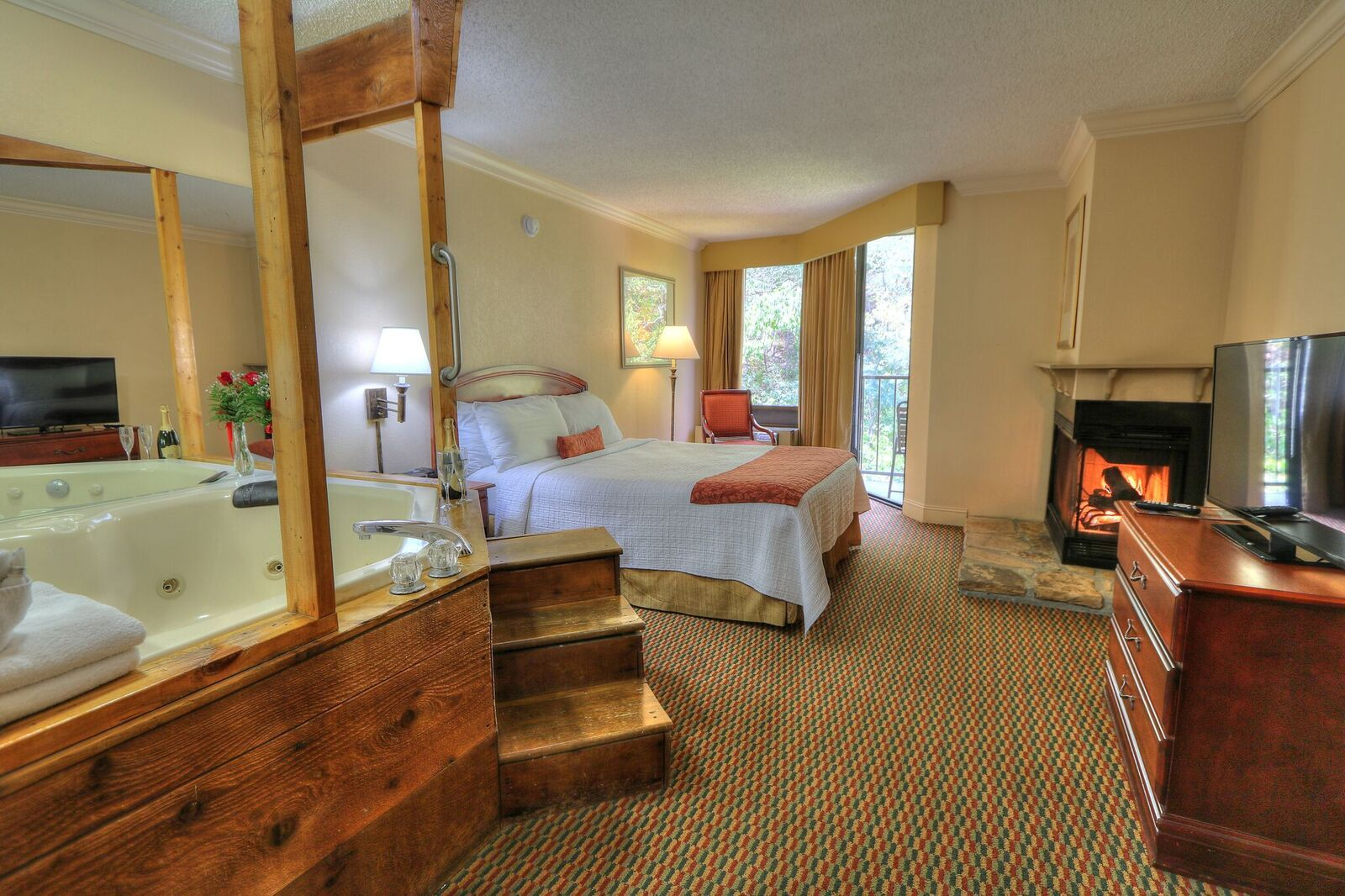 Book A Jacuzzi Room At The Edgewater Hotel In Gatlinburg Tn Jacuzzi Room Edgewater Hotel Jacuzzi