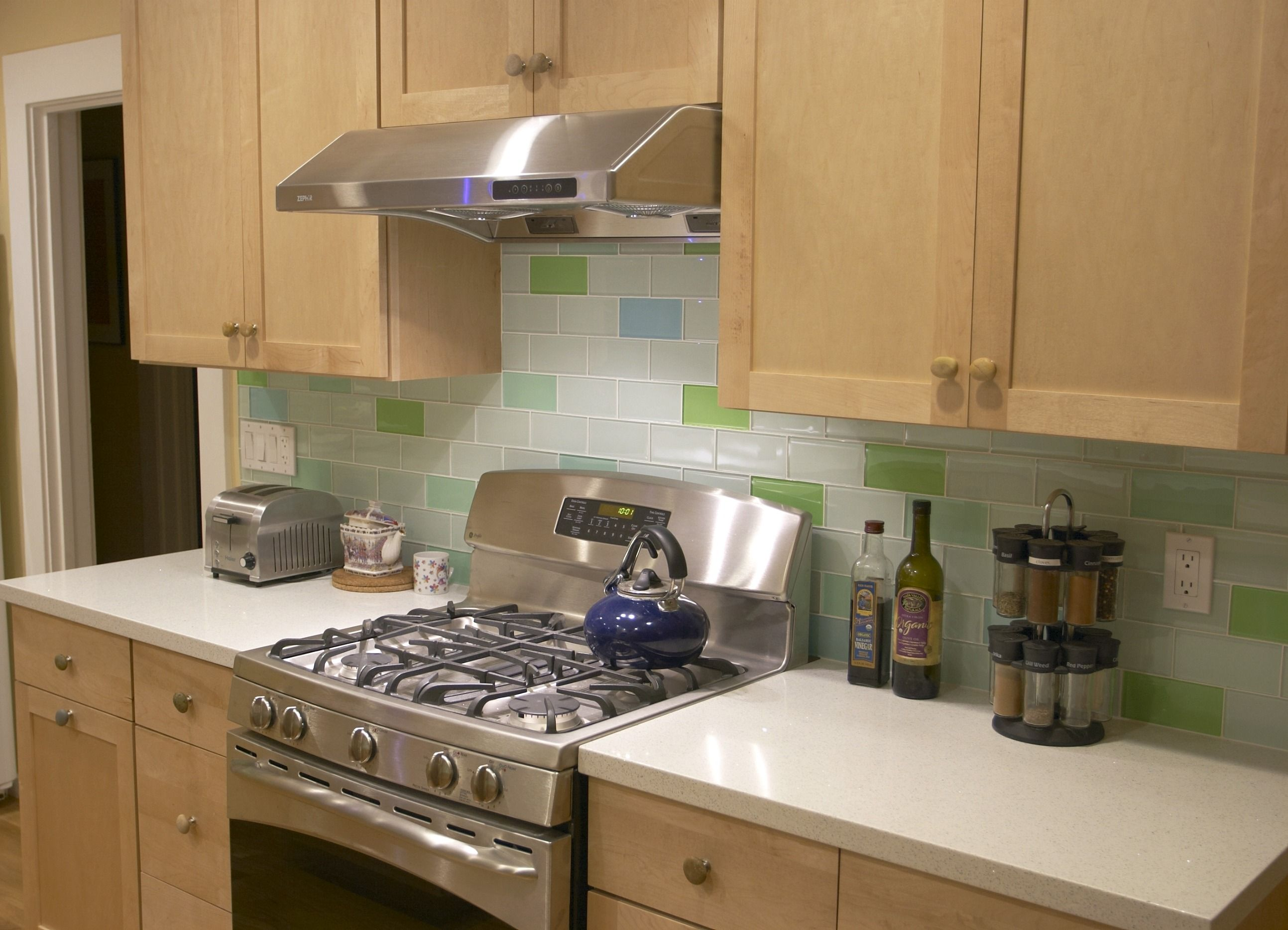 Images of bathrooms using subway tile kitchen backsplash images of bathrooms using subway tile kitchen backsplash with pops of green doublecrazyfo Choice Image