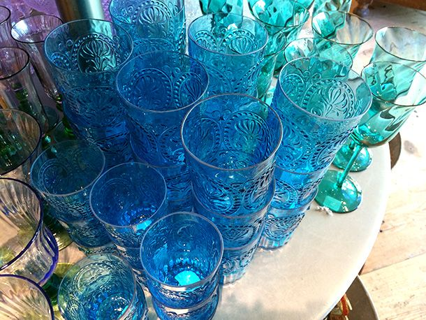 Don't know what to do with grandma's Fostoria vase? Need a reason to hit the flea markets this weekend? Use #vintage glass and fun jars to store your #makeup brushes!  kuyam.com