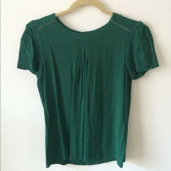 ✨reduced!✨ emerald Zara blouse This deep emerald color is sure to stand out 🌿 pleated sleeves and bust provides a flattering shape. Gold trim on sleeves adds to its classy look. Beautiful!🌿. Zara Tops Blouses