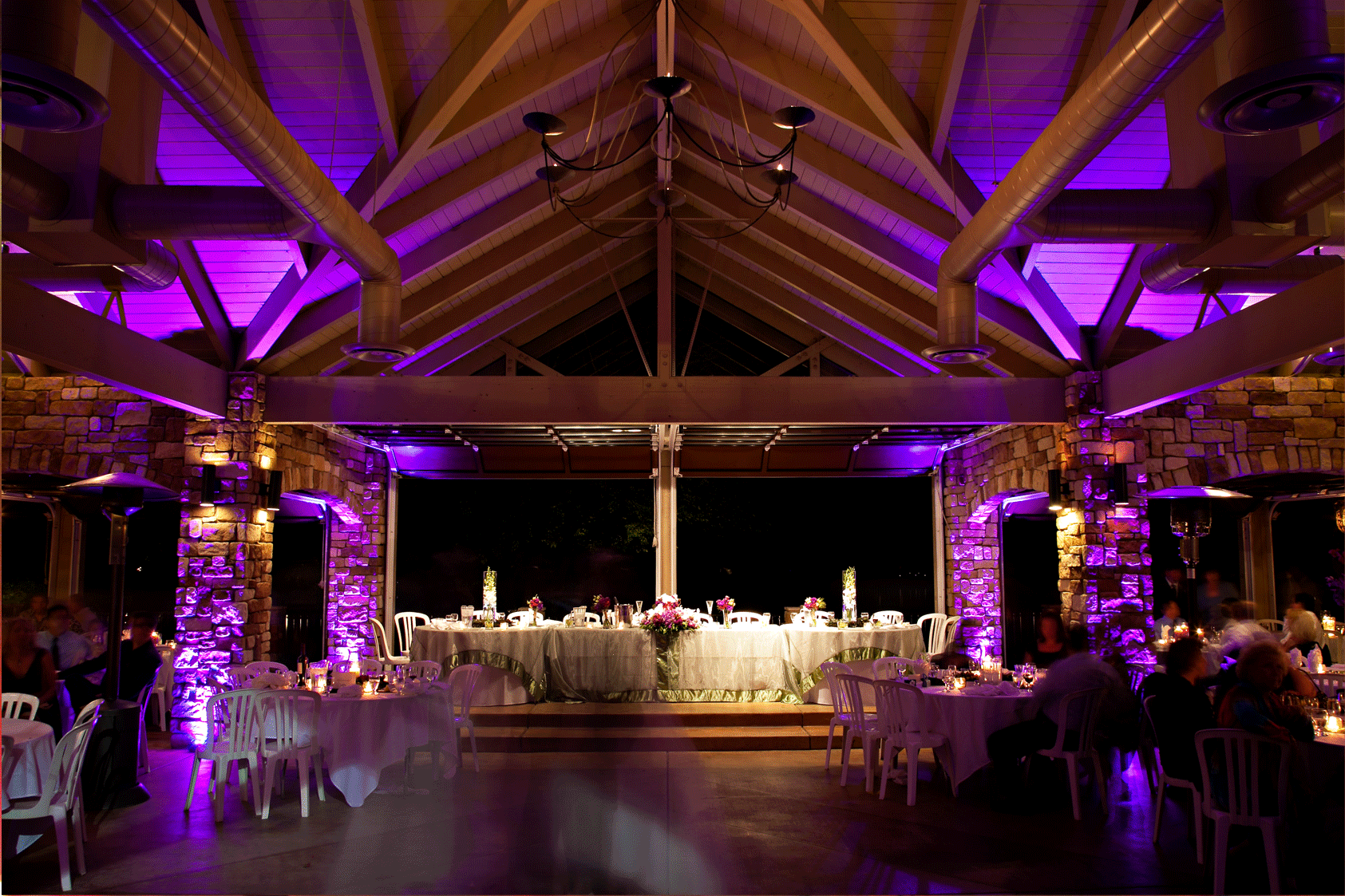 Accent Lighting is a great way to enhance the ambiance of your reception and to surround your guests with any color from your wedding. #memorymakerdj #accentlighting #eventlighting #weddinglighting