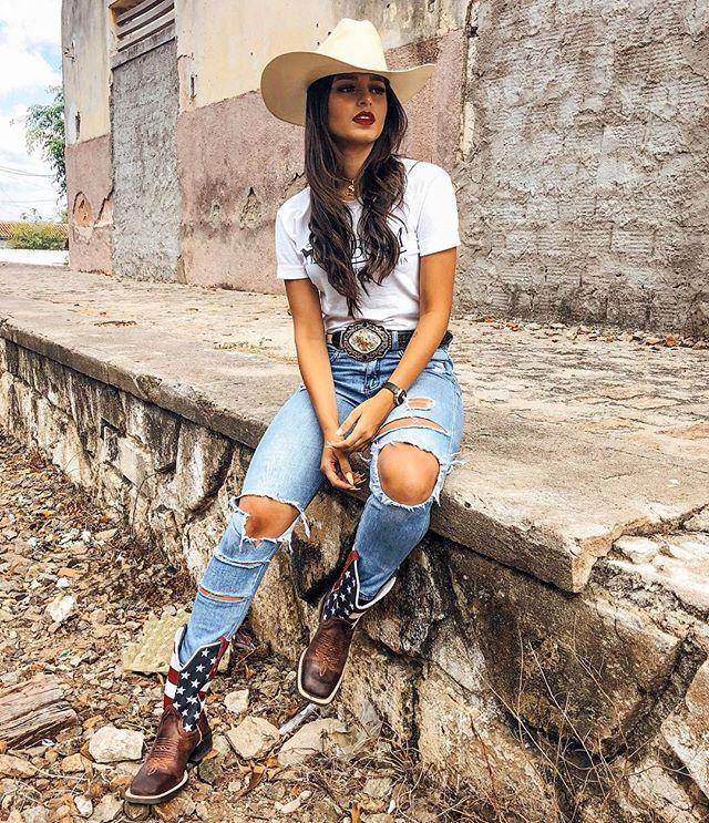 Ebony cowgirl style