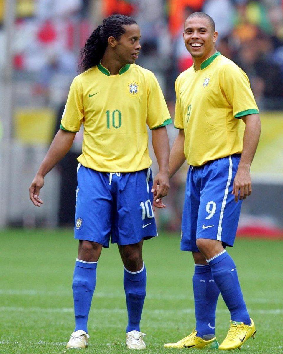Ronaldinho Gacho E Ronaldo Fenmeno Brasil Pinterest Money Messi Vs Neymar Brazil Football