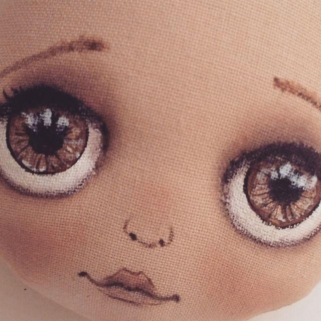 Чем нарисовать глаза на ткани