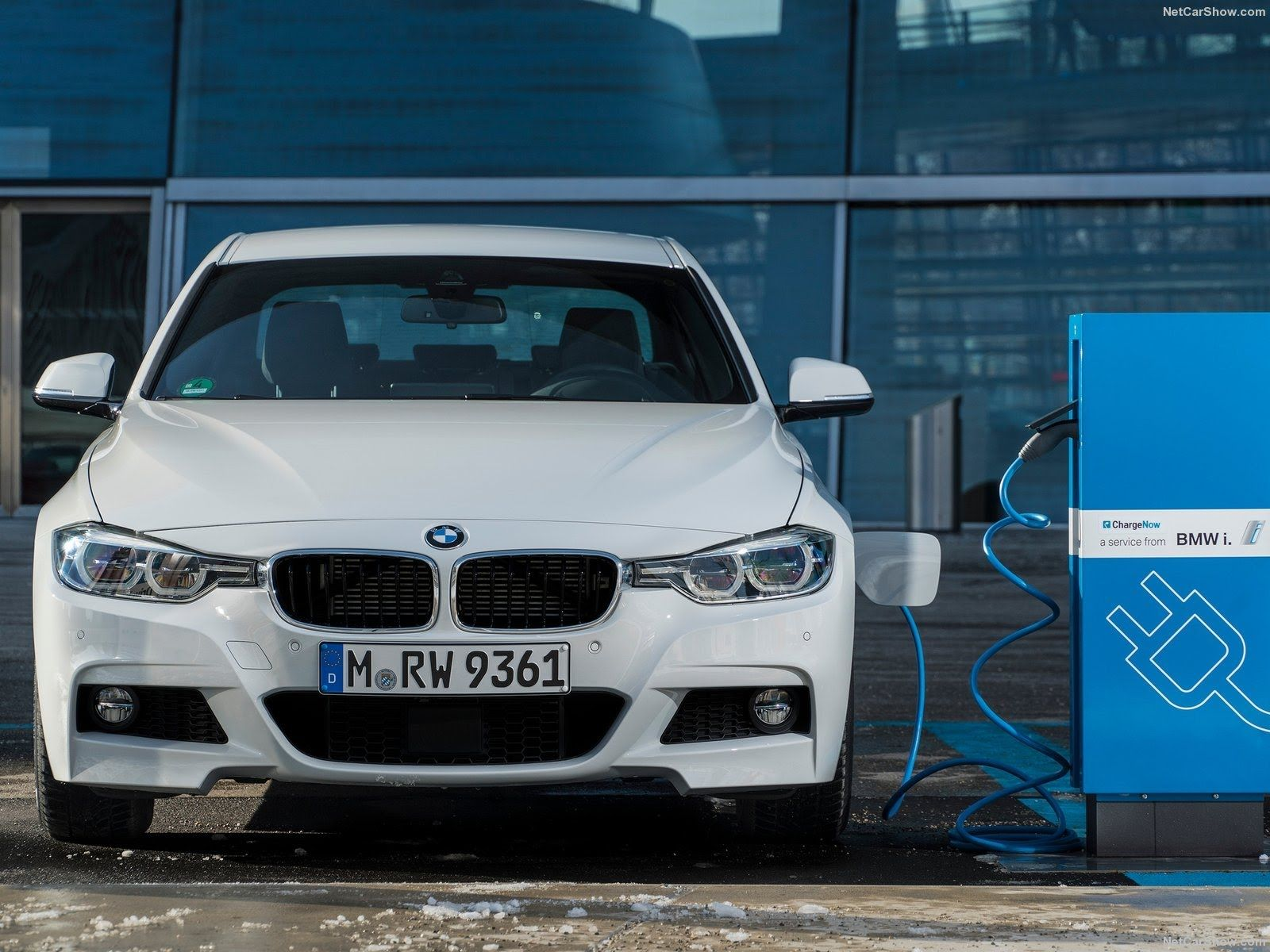 All New 2016 BMW 330e The Plug in Hybrid Drive System