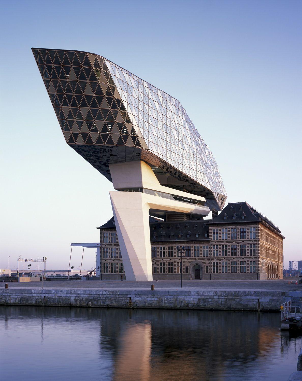 Im hafen von antwerpen verwaltungsbau von zaha hadid architects architecture architektur - Futuristische architektur ...