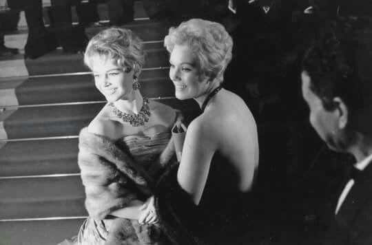 Brigitte Bardot e  Kim Novak,no Festival de Cannes , 1956