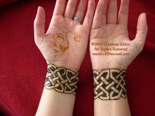 Henna Wrist Bracelet: Would So Get These Henna Wrist Bands.