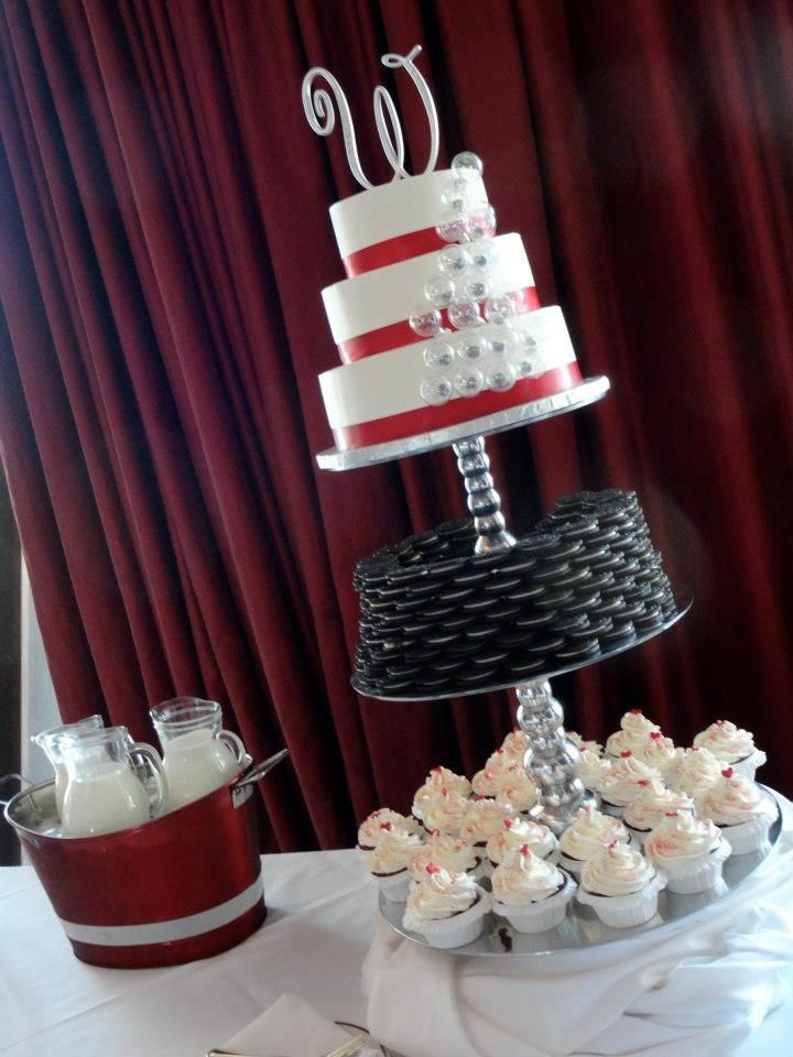 Red bubble wedding cake