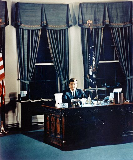 oval office history curtains john kennedy in the oval office 1961 using trumans decor
