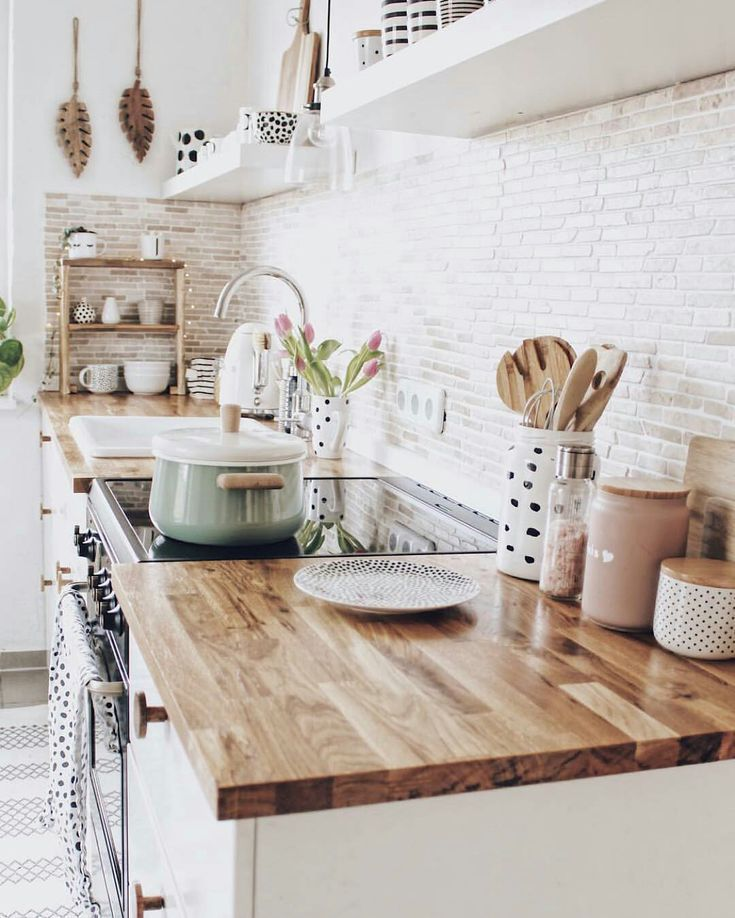 Modern Farmhouse Kitchen With Butcher Block Countertops And Brick Backsplash Love The Open Shelving And Just The Righ Kuchen Design Wohnung Kuche Kuchendesign