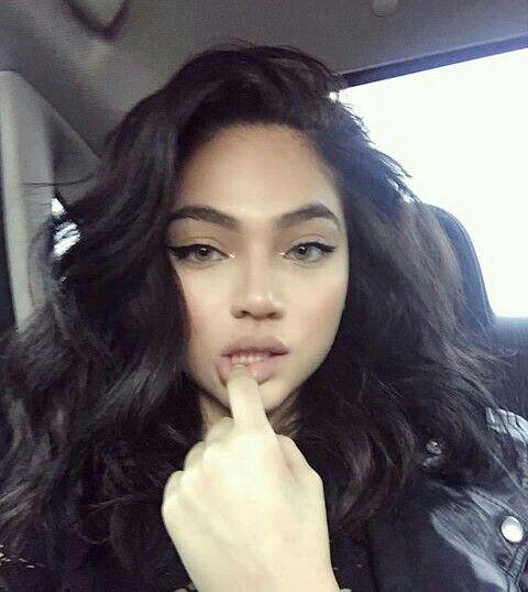 Instagram Model Maryori Funez curls wavy hair