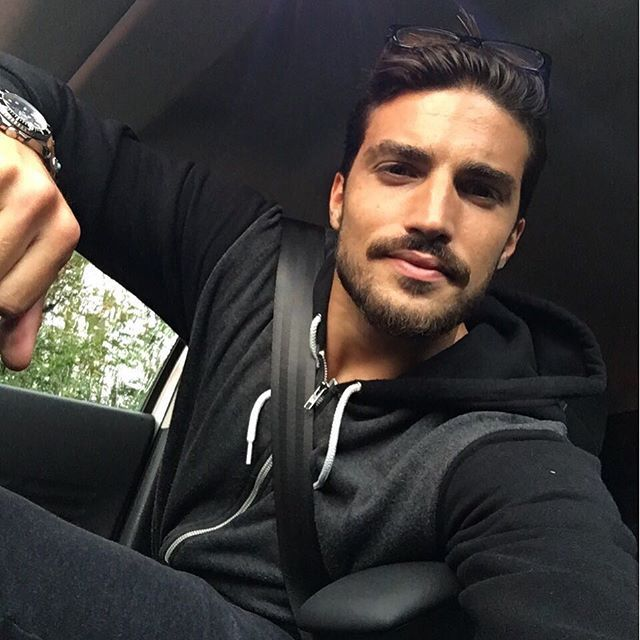 Seatbelt on, no filter and we're ready to go! #Mdv_style #MarianoDiVaio