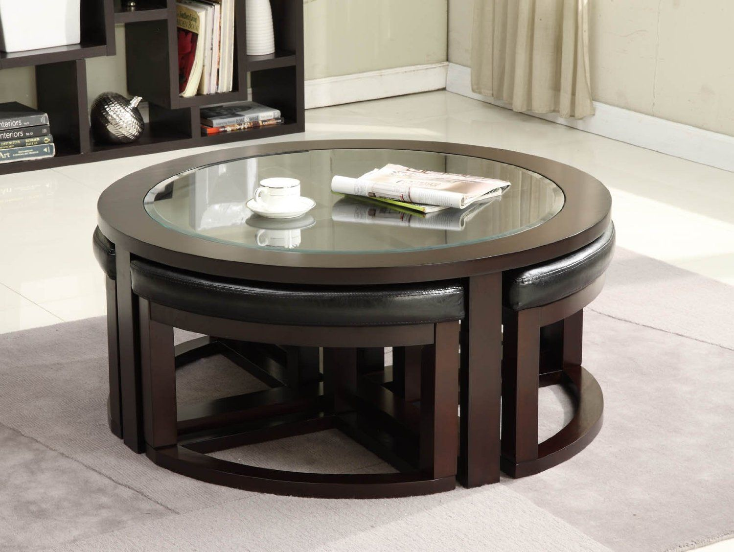 Round coffee table with 4 wedge stools