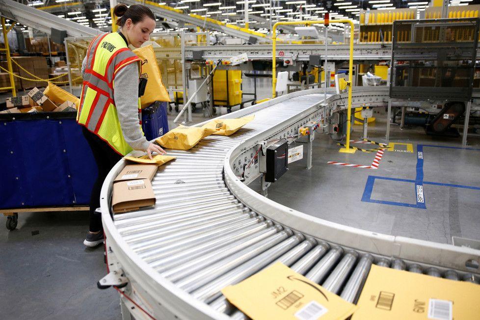 Inside the hellish workday of an Amazon warehouse employee