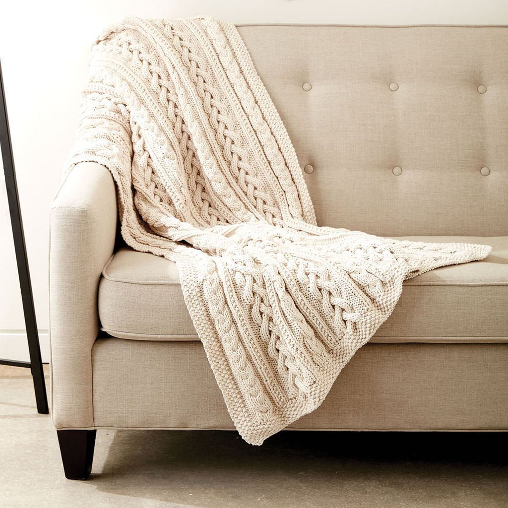 Bernat® Maker Home Dec™ Braided Cables Knit Throw | Manta