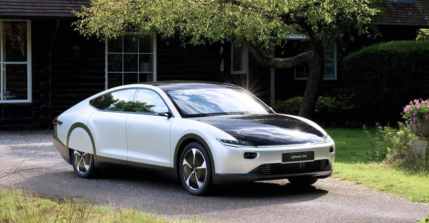 A European Electric Car That Charges Itself With Sunlight