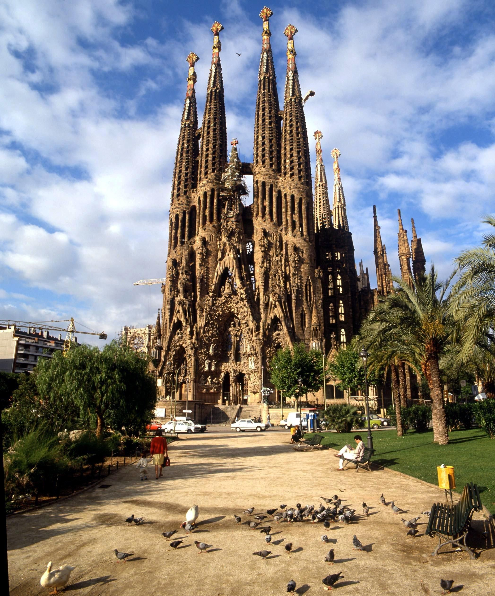 La sagrada cathedral painting google search labyrinth for Kathedrale barcelona gaudi