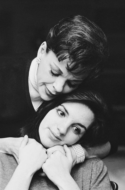 Judy Garland and Liza Minnelli ..... this is so sweet! <3