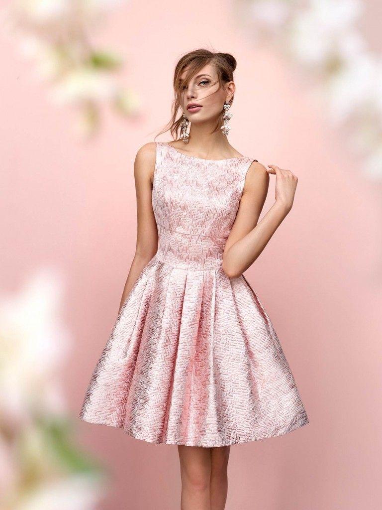Foto 4 de 26) Vestido de cóctel con falda acampanada en color rosa ...