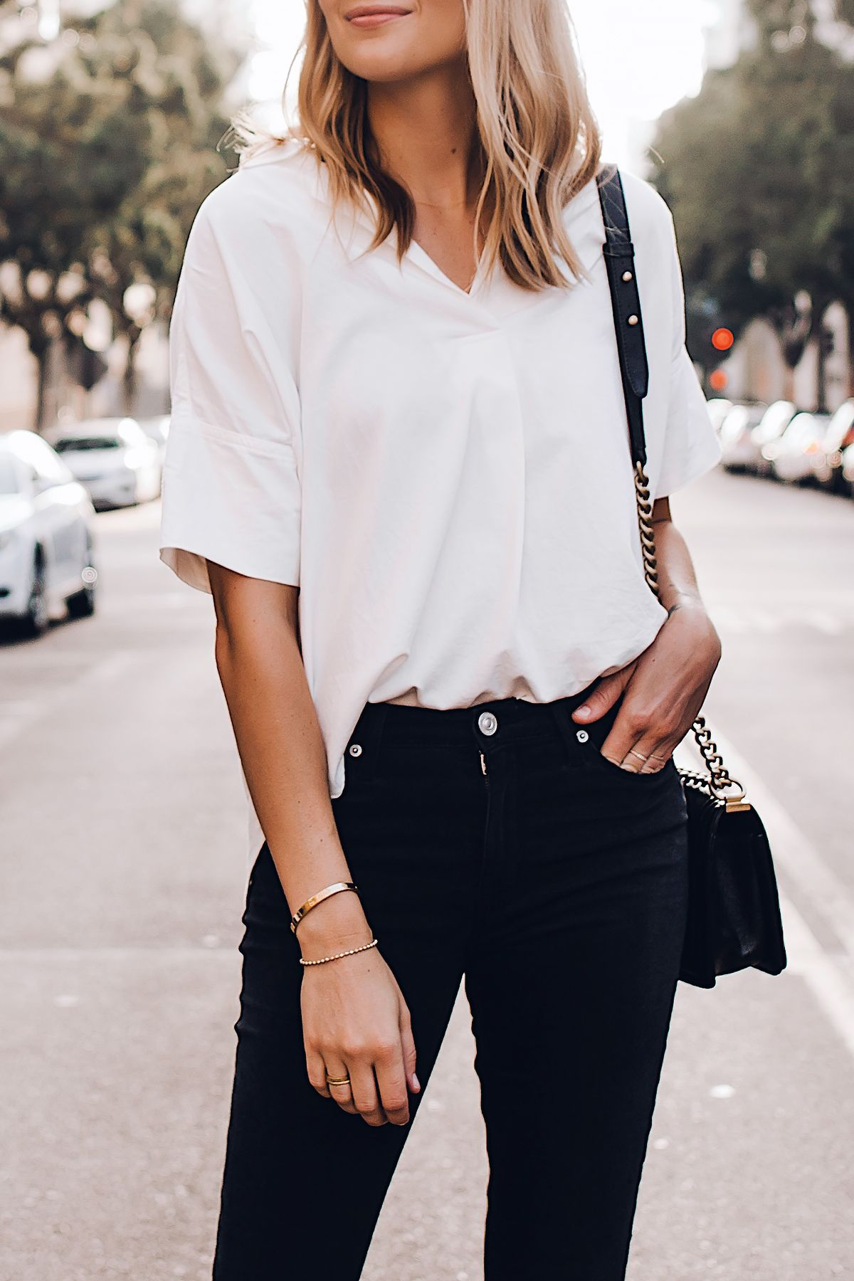 Blonde Woman Wearing Madewell Short Sleeve White Shirt Black Jeans Fashion Jackson San Diego White Shirt Black Jeans White Shirt Outfits White Shirt And Jeans