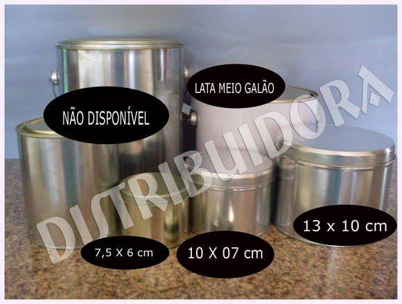 Latas para personalizar    Quantidade mínima 30 unidades de cada modelo.    Acima de 50 unidades , oferecemos GRATUITAMENTE a arte montada em qualquer tema, com ou sem foto, no tamanho exato da lata, enviada por email em corel draw e jpeg , pronta para impressão.    Dimensões :    7,5X6 cm - R$ 3,10    10X5 cm - R$ 3,40    10x7 cm - R$ 3,50    13X10 cm - R$ 7,50    Meio Galão - R$ 8,20    Galão - R$ 10,50    Cofre - R$ 3,50    FORMA DE PAGAMENTO - DEPÓSITO EM CONTA E ACIMA DE 60 UNIDADES TEM…