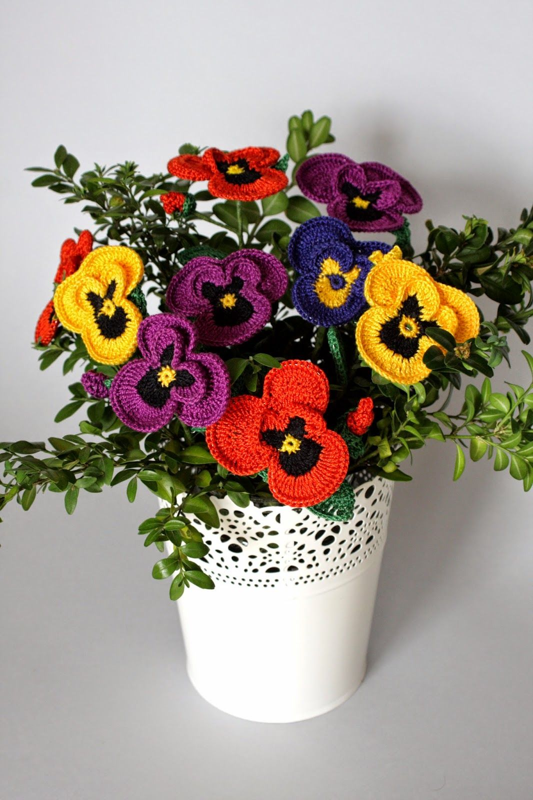 my crochet pansies bouquet | Arreglos floral en crochet | Pinterest ...