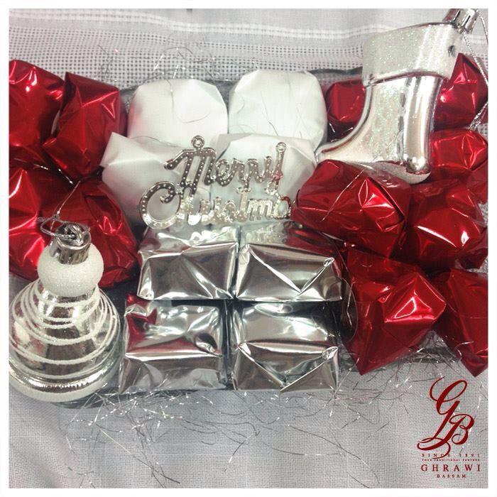 يطل علينا عيد الميلاد نملؤه فرح وباقات من الشوكولا الأن في صالاتنا أرقى أنواع الشوكولا الفاخر نحن في إنتظاركم شوكو Decor Christmas Cake Napkin Rings