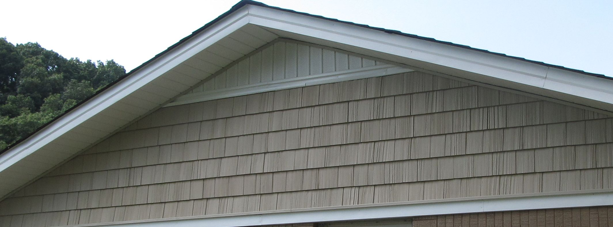 Vinyl Shake Siding On A Gable Vinyl Shake Siding Cottage Exterior Siding Options