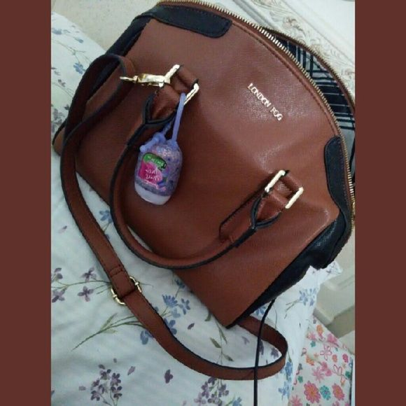 MAKE ME OFFERS ON THIS PURSE! LONDON FOG PURSE. USED ONCE. PERFECT CONDITION. BROUGHT IT FOR 85$. HAS CROSSBODY STRAP. London Fog Bags Crossbody Bags