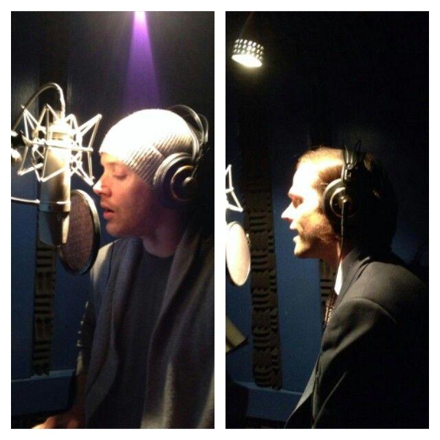 Jensen Ackles cantando y Jared Padalecki colaborando con Jason Manns en su nuevo album. Jason dice que Jared en realidas canta..... ya veremos.