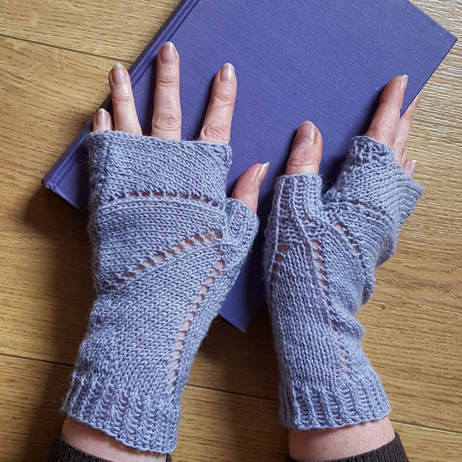 Free knitting patterns - fingerless gloves, scarves, knitting ideas ...