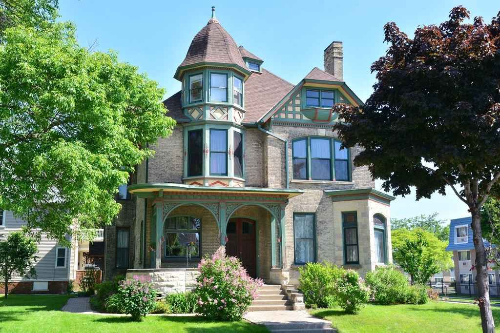 1890 Queen Anne Milwaukee Wi 350 000 Old House Dreams Victorian Style Homes Old Houses Old House Dreams