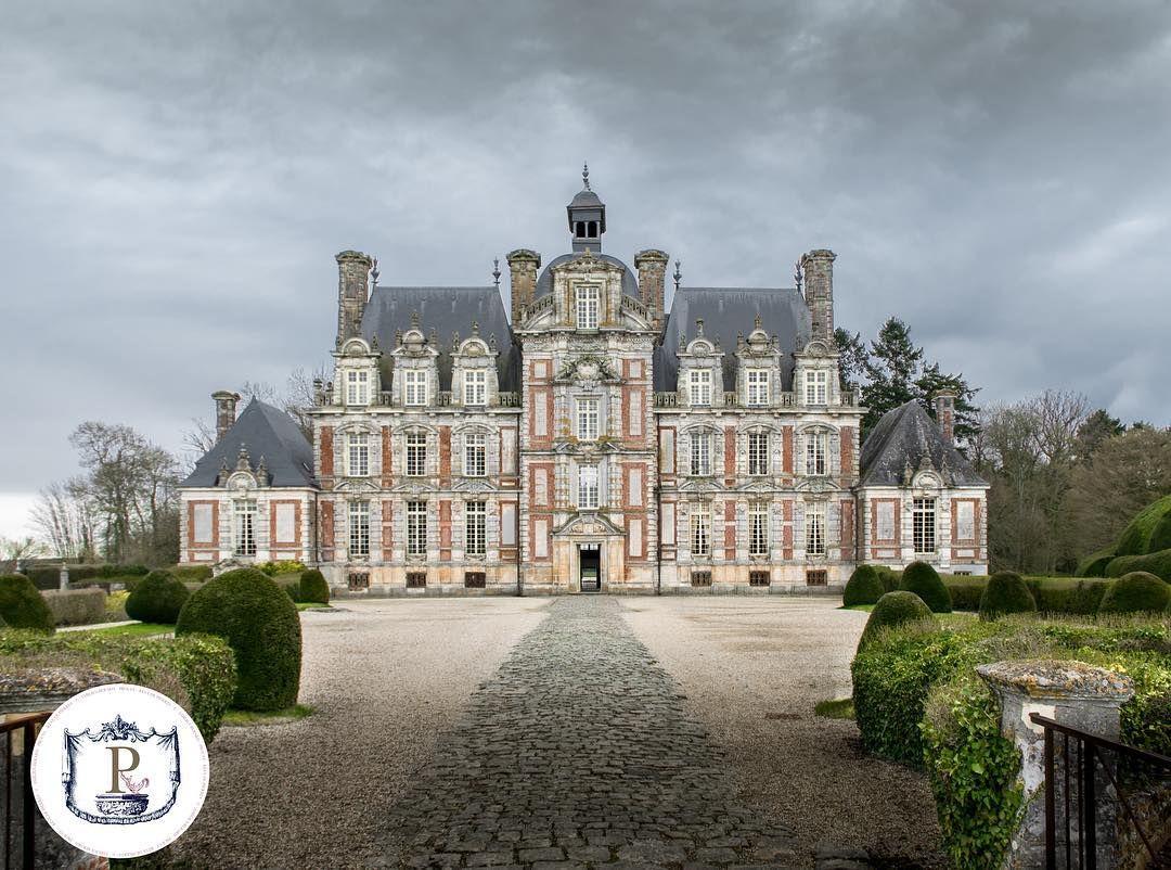 """Un Chateau Dans Les Nuages Émilien au château⚜⚔️? on instagram: """"premiers instants"""