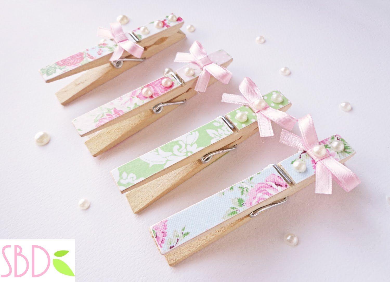 Ciao a tutti! Eccomi con un nuovo tutorial creativo: decorare delle mollette con scarti di carta. Un'idea che trasformerà le semplici mollette con il riciclo...
