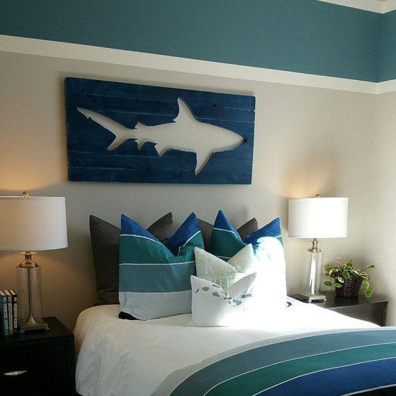 Distressed shark pallet wood wall art surf decor beach decor en 2019 r decoraci n - Decoracion surfera ...