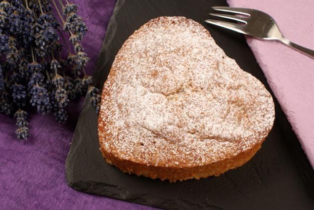 Kleines Vanille-Herz | Rezept | Herzkuchen rezept, Kuchen ...