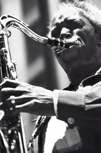 Sonny Stitt (Edward Stitt, Boston, 2 de febrero de 1924 - Washington, 22 de julio de 1982) fue un músico estadounidense de jazz, saxofonista tenor y alto; también tocaba ocasionalmente el barítono.  http://en.wikipedia.org/wiki/Sonny_Stitt   http://es.wikipedia.org/wiki/Sonny_Stitt   http://www.apoloybaco.com/sonnystittbiografia.htm   Imagen: Tom Marcello