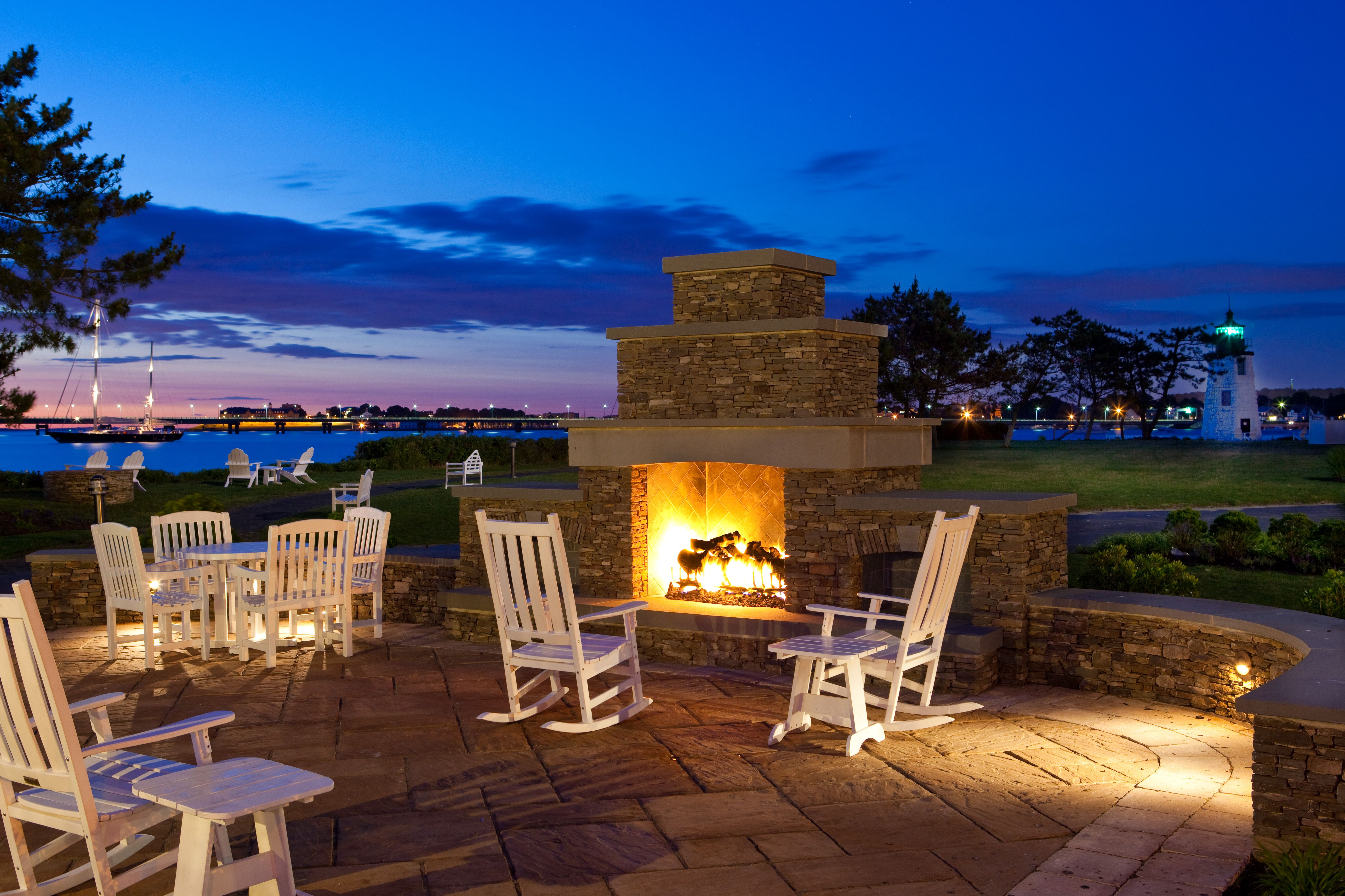 i want this kind of fireplace outside for bonfires and such :)